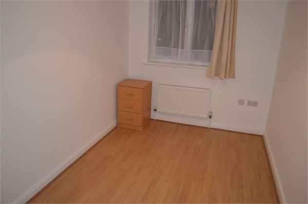 2 bed flat to rent in Berengers Place, Dagenham, Essex