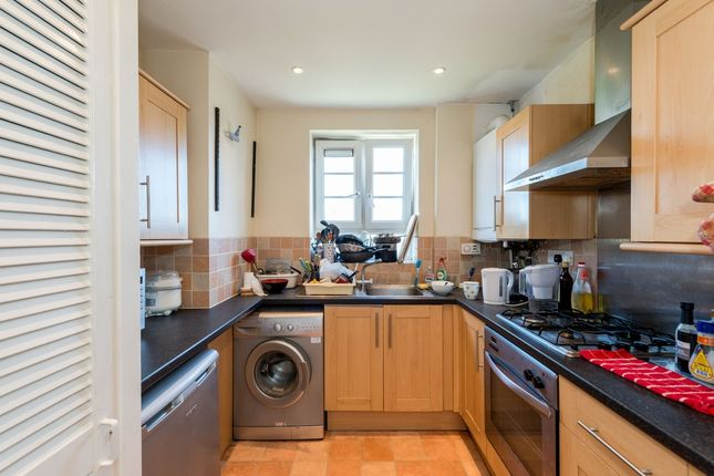 3 bed flat to rent in Clarence Way, Camden Town, London