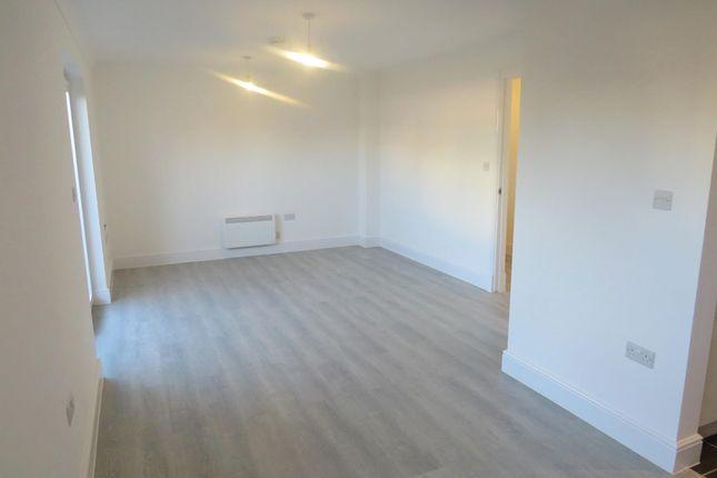 Thumbnail Flat for sale in Kingfisher Close, Warwick