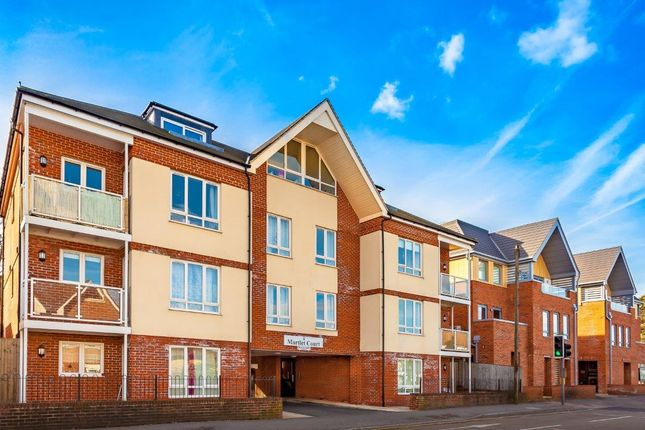 Thumbnail Flat to rent in Coulsdon Road, Caterham On The Hill