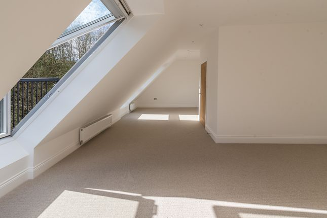Master Suite of Hightown Place, Banbury OX16