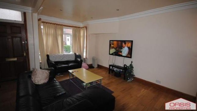 Thumbnail Terraced house to rent in 60 Manor Drive, Hyde Park