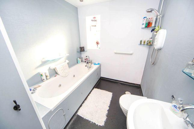 Bathroom of Grange, Keith AB55