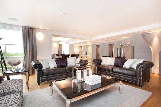 Thumbnail Flat to rent in Arlington House, 25 Arlington Street, St James, London