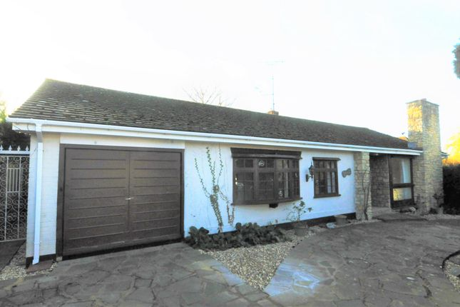 Thumbnail Detached bungalow to rent in Silverdale Road, Wargrave, Reading