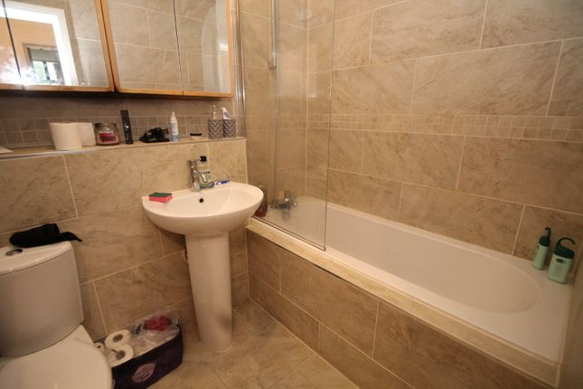 Bathroom of Parkwood Mill, Stoney Lane, Leymoor, Huddersfield, West Yorkshire HD3
