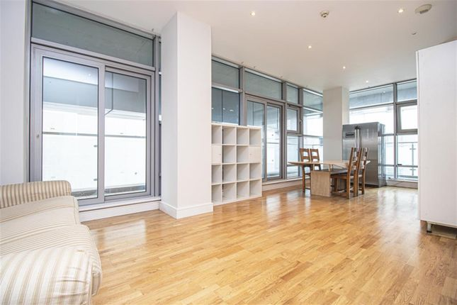 4 bed flat to rent in Commercial Road, Aldgate East E1