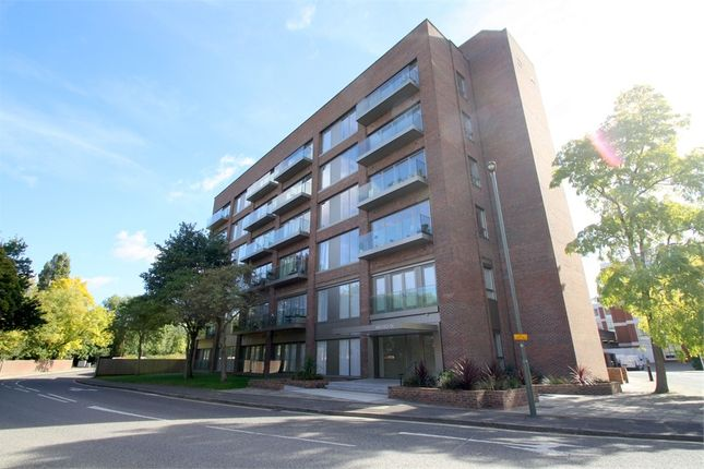 Thumbnail Flat for sale in Fairfield Avenue, Staines-Upon-Thames, Surrey