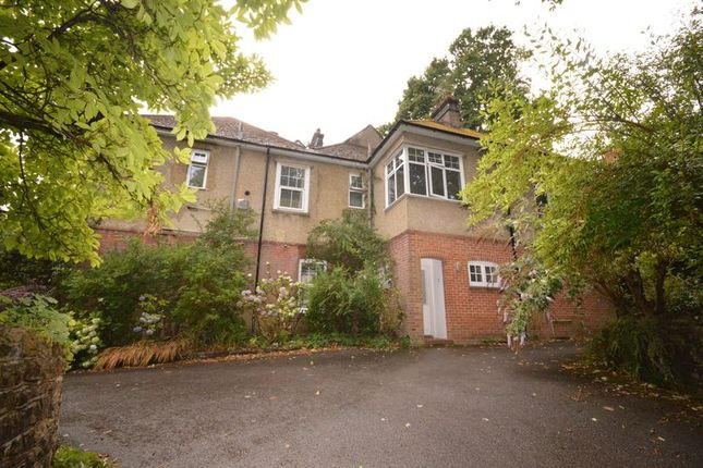 Thumbnail Flat to rent in Farnham Lane, Haslemere