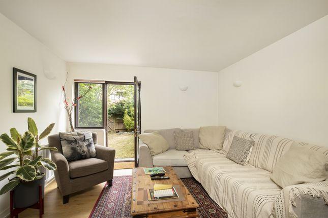 Thumbnail Maisonette to rent in Canonbury Crescent, London