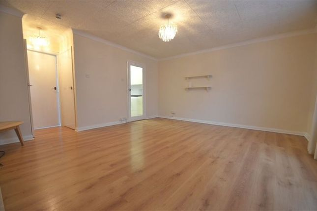 Studio to rent in Rosedene Court, Ruislip