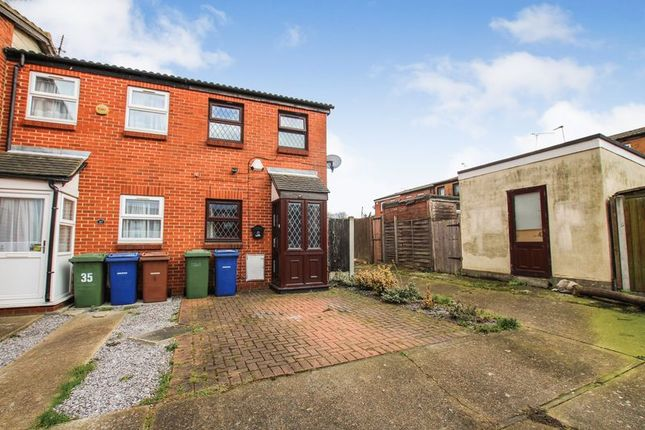 Thumbnail Terraced house to rent in Fanns Rise, Purfleet