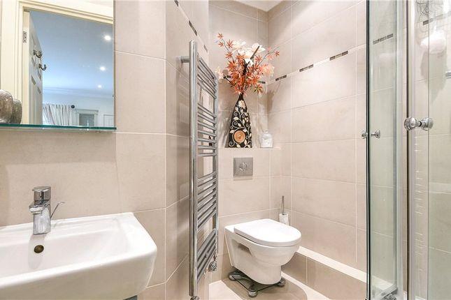 En Suite 2 of Wellington Mansions, Ardwell Close, Crowthorne RG45