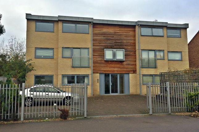 Thumbnail Flat to rent in Coleridge Road, Cambridge