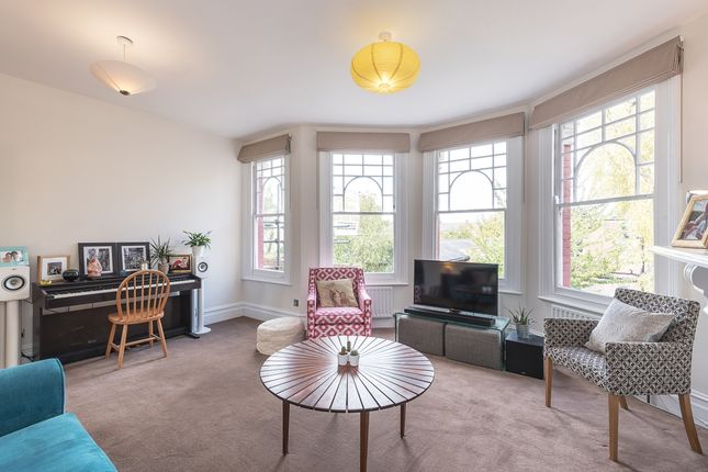 Thumbnail Flat to rent in Falkland Road, London