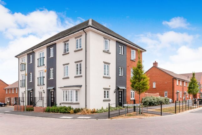 Thumbnail Town house to rent in Hutchins Way, Basingstoke