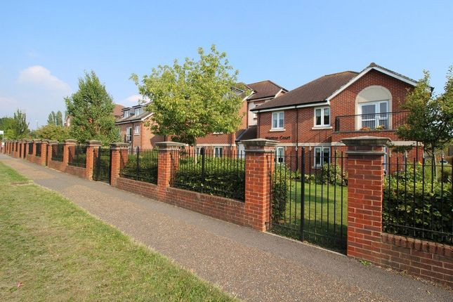 Thumbnail Property for sale in Manton Court, Kings Road, Horsham