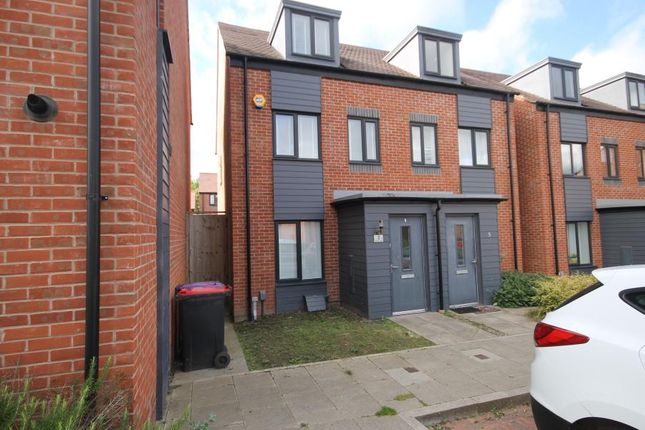 3 bed property to rent in Churm Lane, Telford TF3
