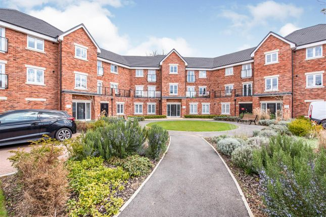 Flat for sale in Wildflower Drive, Calcot, Reading