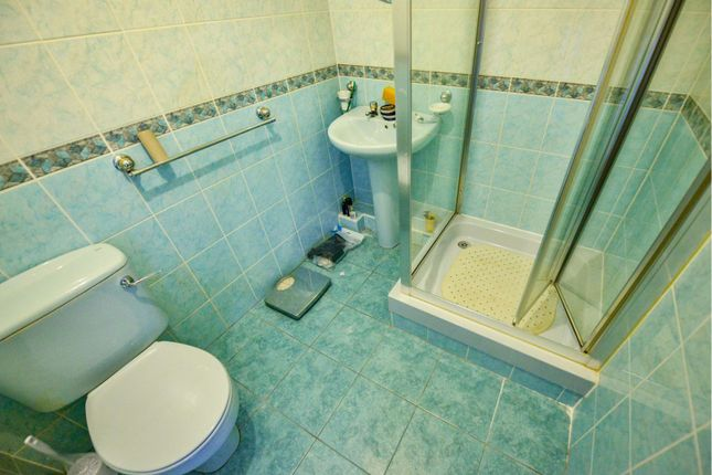 Bathroom of 45 Kelhead Path, Glasgow G52