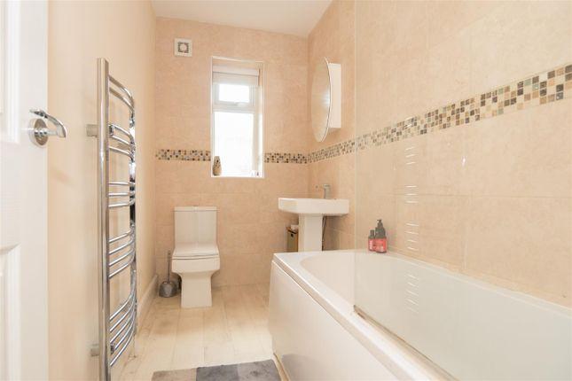 Bathroom of Rhodes Terrace, Bradford BD2