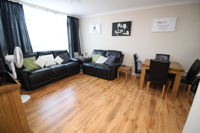 Thumbnail Flat for sale in Markfield Gardens, Chingford