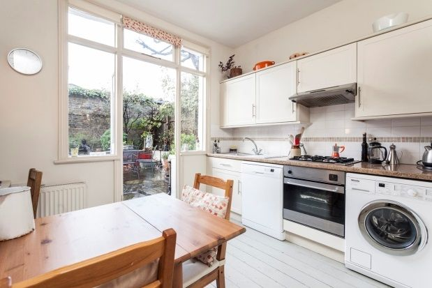 Thumbnail Flat to rent in Temple Road, Chiswick