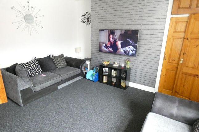 2 bed flat to rent in Brighton Road, Bensham, Gateshead
