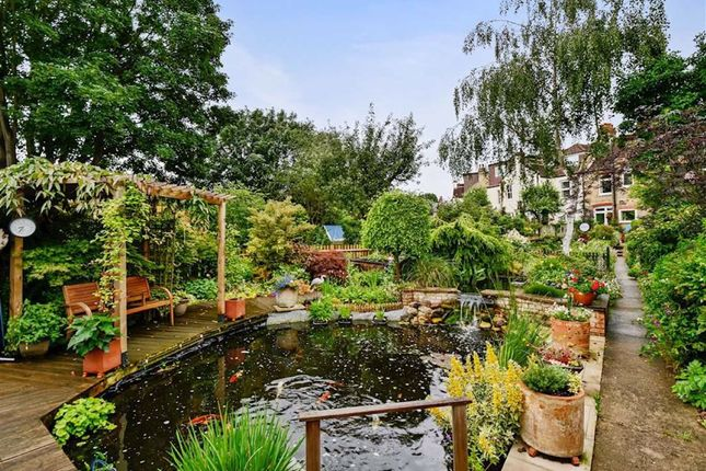 3 bed property for sale in Girton Road, London SE26