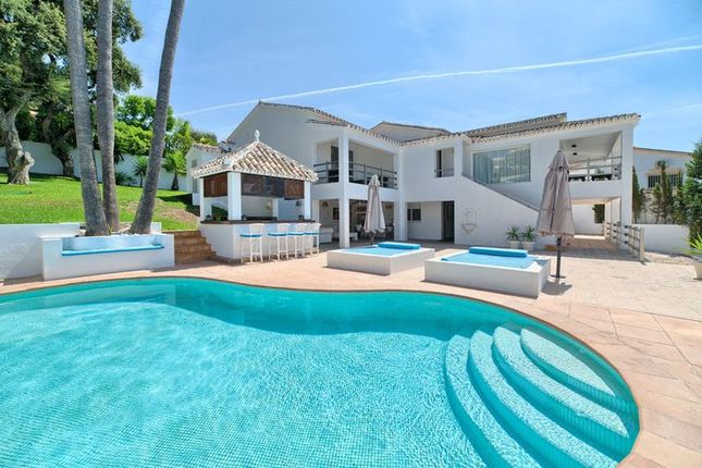 Thumbnail Villa for sale in El Rosario, Marbella, Malaga