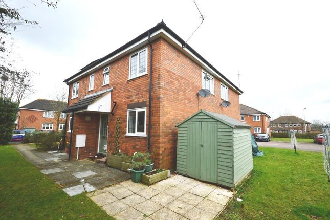 2 bed property to rent in Stirling Way, Welwyn Garden City