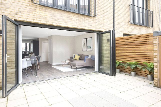 Thumbnail Property for sale in Grafton Road, Croydon