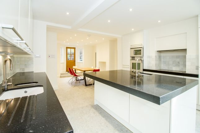 Thumbnail Town house to rent in Walton Crescent, Oxford