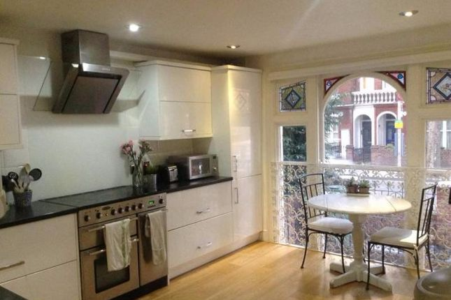 3 bed flat to rent in Wandsworth Bridge Road, London