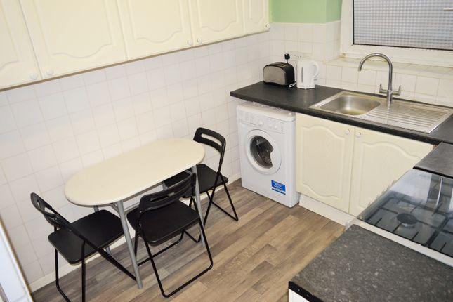 Thumbnail Flat to rent in Amiel Street, Bethnal Green, Whitechapel, Stepney Green