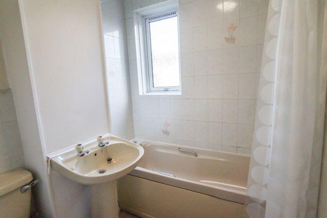 Bathroom of Craigie Drive, Dundee DD4