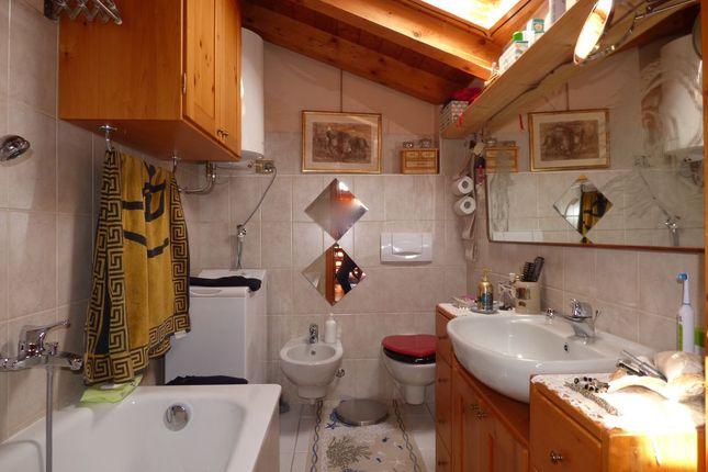 Bathroom of Via Roma N.5, Gravedona Ed Uniti, Como, Lombardy, Italy