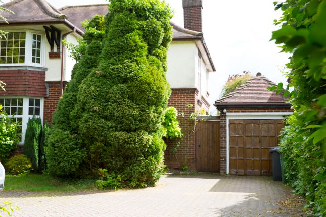 Thumbnail Detached house to rent in Barton Rd, Luton