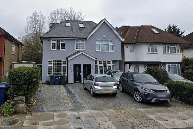 Thumbnail Flat to rent in Edgwarebury Lane, Edgware, Middlesex
