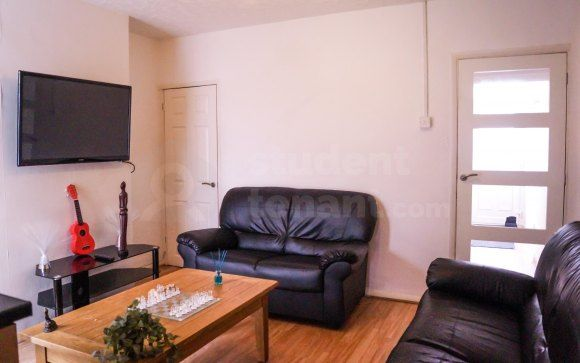 Thumbnail Shared accommodation to rent in Baden Road, Gillingham, Medway