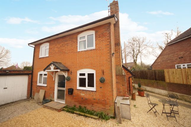 Thumbnail Cottage for sale in London Road, Odiham