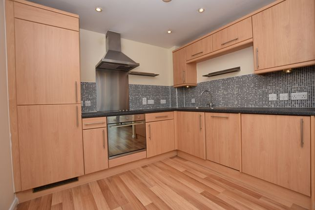 2 bed flat to rent in Birkhouse Lane, Paddock, Huddersfield