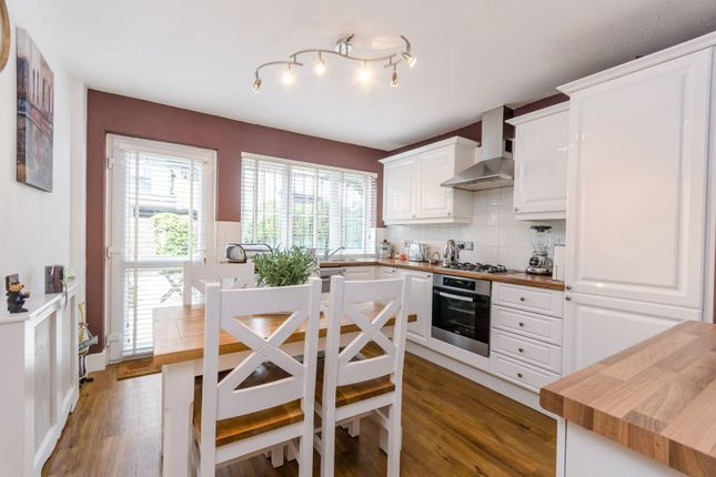 Thumbnail Terraced house for sale in Bletsoe Walk, Islington
