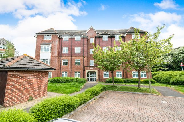 Thumbnail Flat for sale in The Hollies, Mapledurwell, Basingstoke