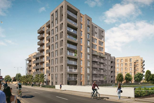 Thumbnail Flat for sale in New Road, Hounslow