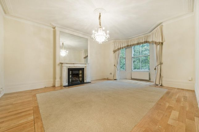 Flat to rent in Arkwright Road, Hampstead, London