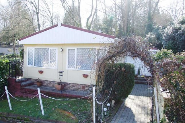 Thumbnail Mobile/park home for sale in Jay Walk, Turners Hill, West Sussex