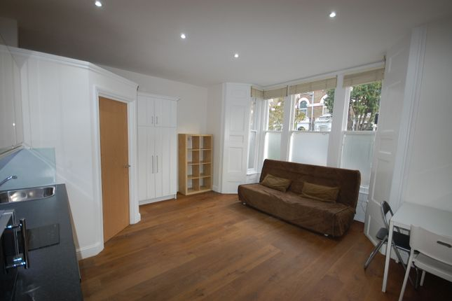 Thumbnail Studio to rent in Digby Crescent, London