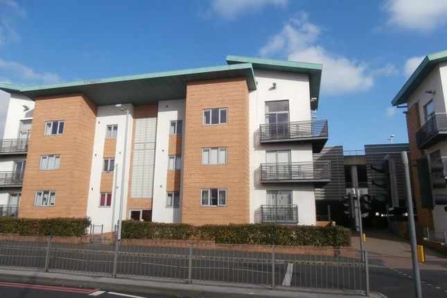2 bed flat to rent in The Embankment, Brierley Hill
