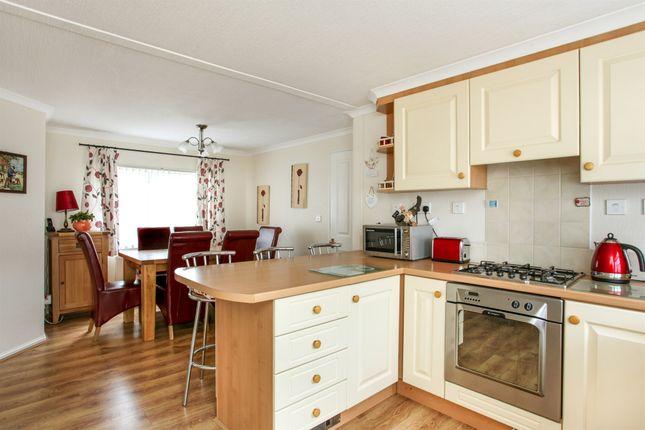Thumbnail Mobile/park home for sale in High Street, Durrington, Salisbury